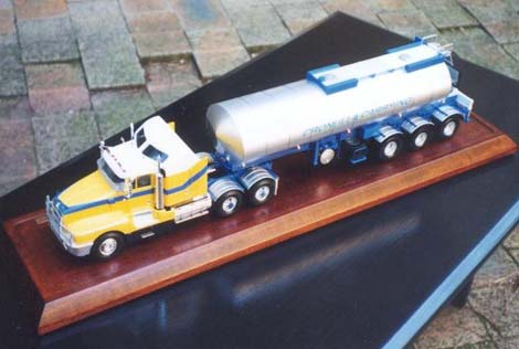 Kenworth T600 Truck Model in 1:24 Scale